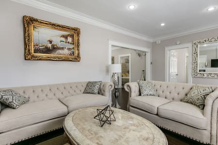 PRIVATE 2 BDR HOUSE IN HEART OF HOLLYWOOD