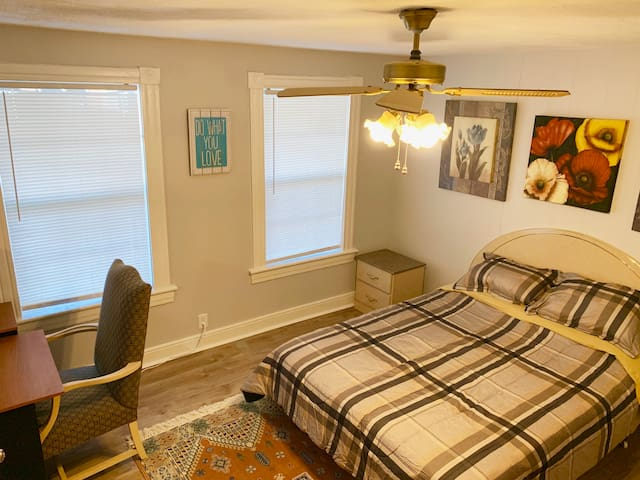 2 bd 1bath.Perfect for traveling Pro's $1695/month