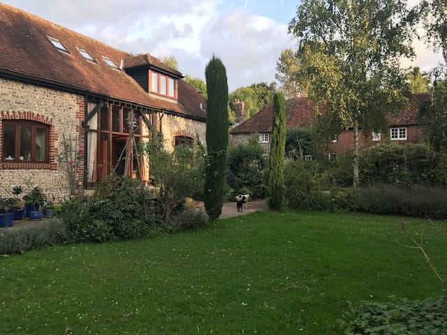 Oldbury Barns - five mins from Goodwood