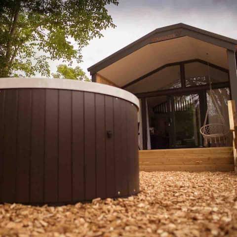 Stargazer Lodge Pod with Hot Tub