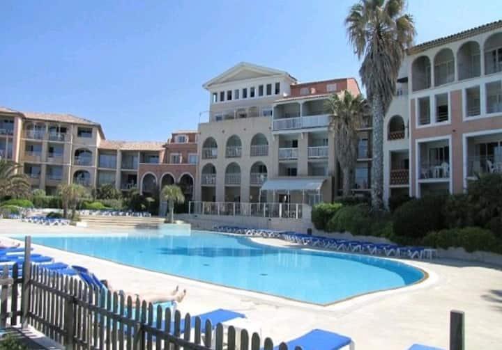 Appartement bord de mer/piscine au calme