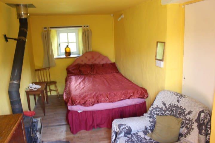 Brithdir Mawr Community - Yard Room