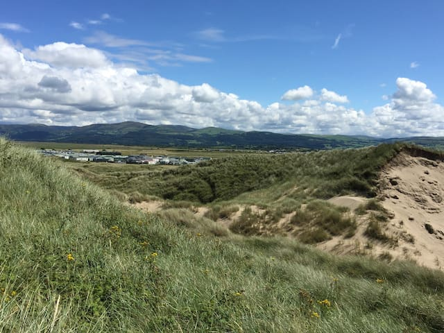 Modern well equipped 3 bedroomed caravan sleeps 6 - Borth - Annat