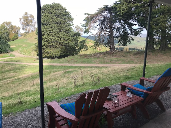 Red Shed Quarters,farm cabin,free wifi& breakfast