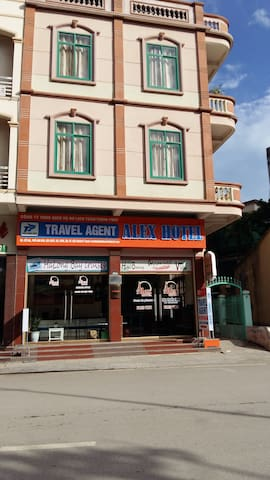 Alex Halong Hotel - tp. Hạ Long - Bed & Breakfast