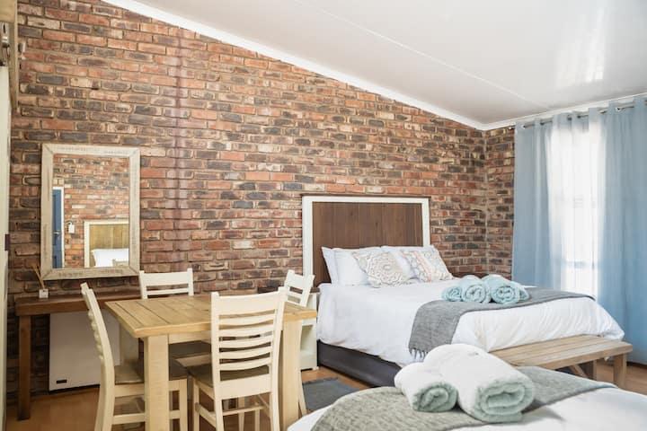 Opstal Guestfarm -Family Room 4 Sleeper (twin)