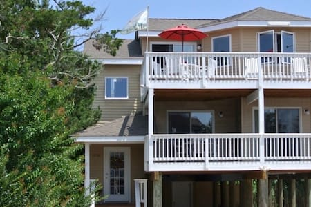 LBI beach-block home with 2 master suites! - Barnegat Light