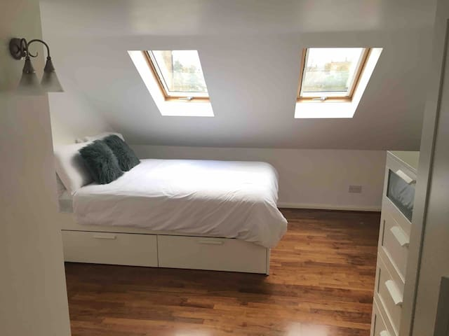 Double Ensuite room - Good transport connections