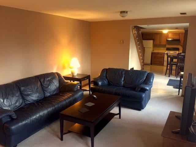 1100 Square Foot Private 2-Floor Apartment