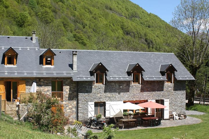Stone built Mountain Lodge - Bagnères-de-Luchon - House