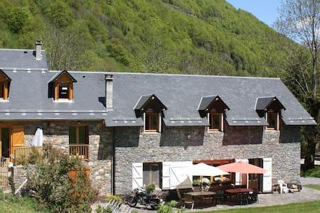 Stone built Mountain Lodge - Bagnères-de-Luchon - Talo