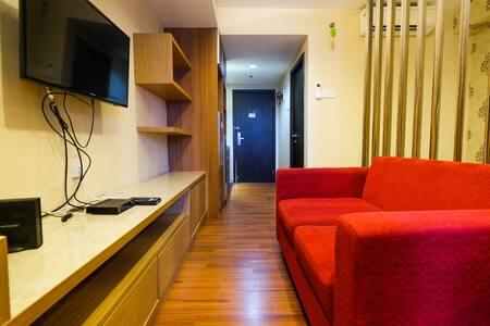 Comfy Studio Apartment at Tamansari The Hive