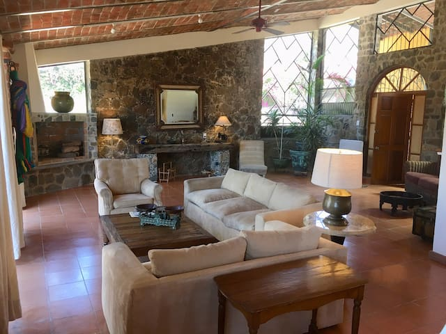 Bright, cozy and spacious apartment in Ajijic