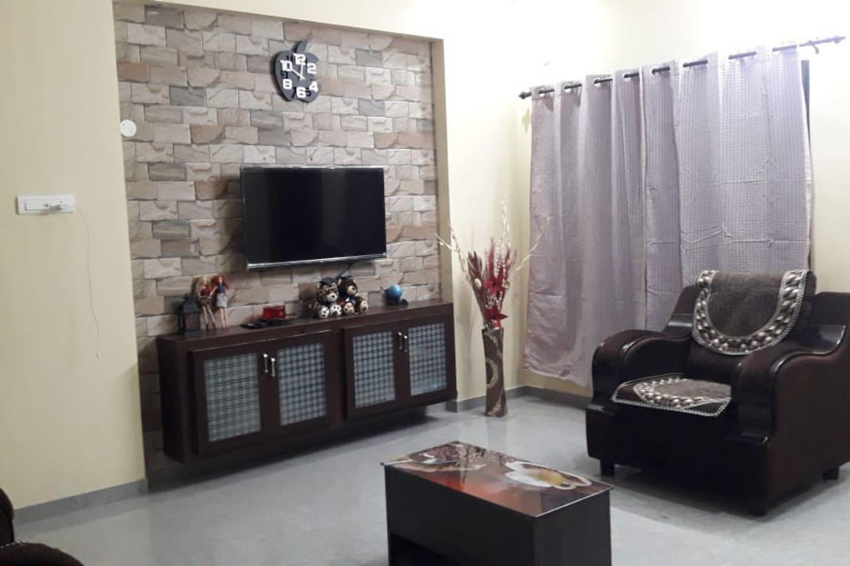 Spacious hall with Tv and Sofa
