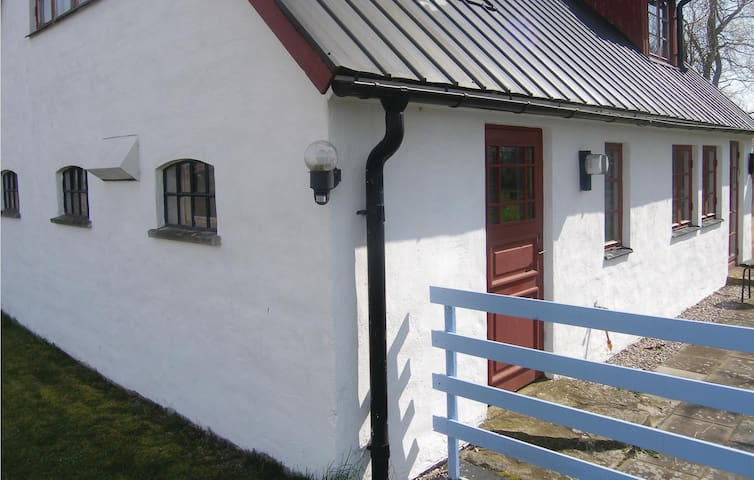 Holiday cottage with 3 bedrooms on 96 m² in Löderup