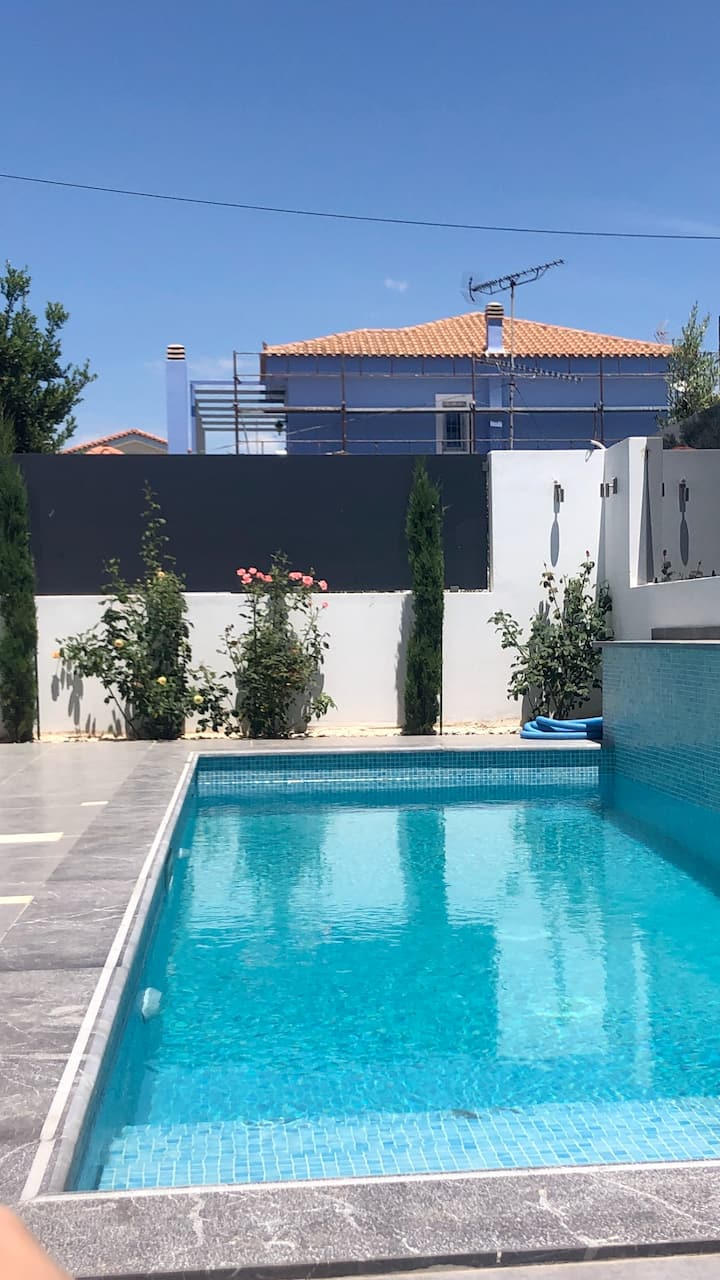 Luxury modern flat in the heart of Varkiza
