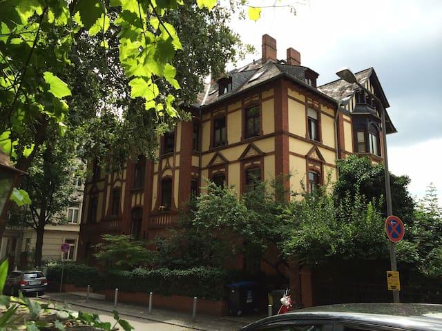 Charmante Wohnung (100 q/m) in Wiesbaden Stadt - Wiesbaden - Condominium