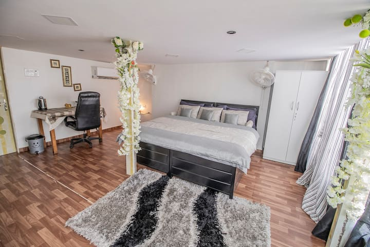 Room 1 (downstairs) - Two single beds combined to form a double bed. Can Easily be separated to suit needs of all types of travelers.