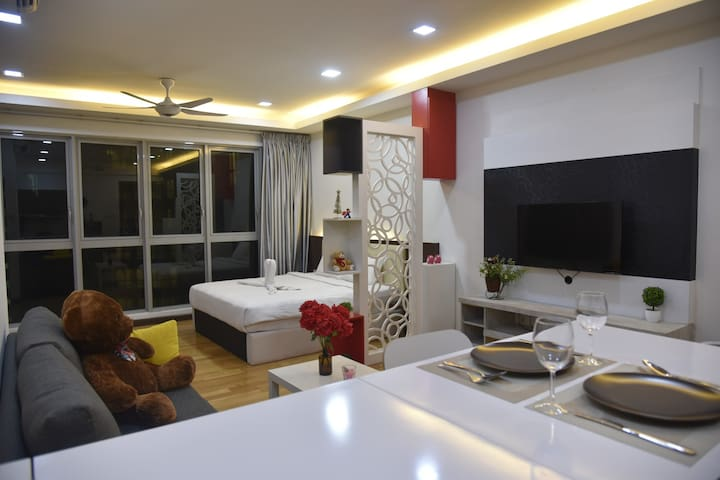 Modern Deluxe Room *Sky Pool with KLCC View*