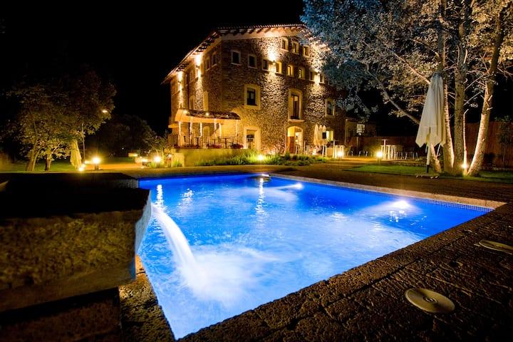 Hotel en exclusivitat. WHOLE HOTEL near Barcelona