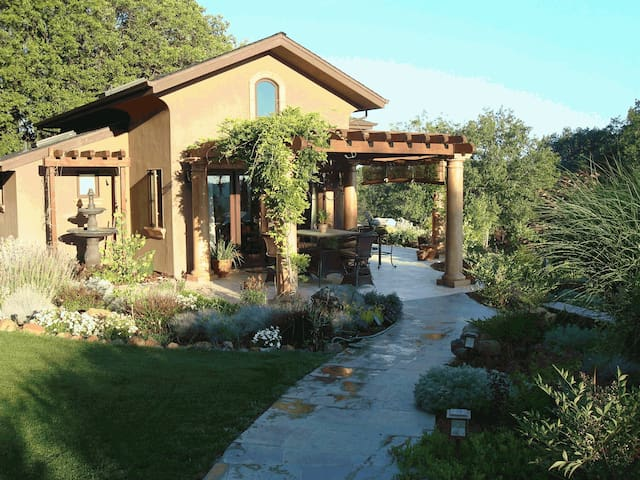 Romantic Luxury Poolside Villa - Grass Valley - Casa