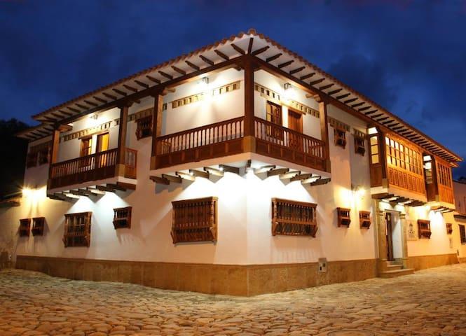 Hab con balcón, Hotel Campanario de la Villa Real