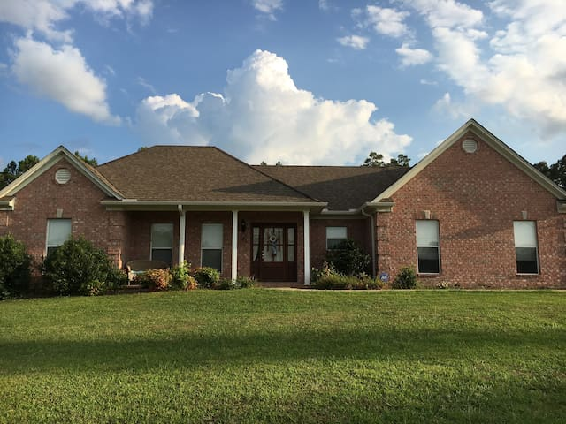 3bdrm 2bath 10 minutes from town