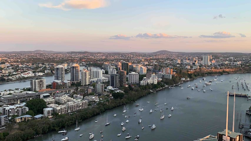 Spectacular CBD River View 2 bedroom apartment