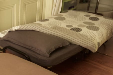 Petit lit en chambre partagée en Centre Ville - Appartement