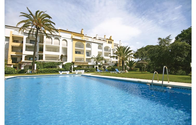 Holiday apartment with 2 bedrooms on 71m² in Marbella-Cabopino