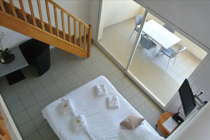 Duplex tout confort bien exposé avec balcon aménagé et vue mer imprenable