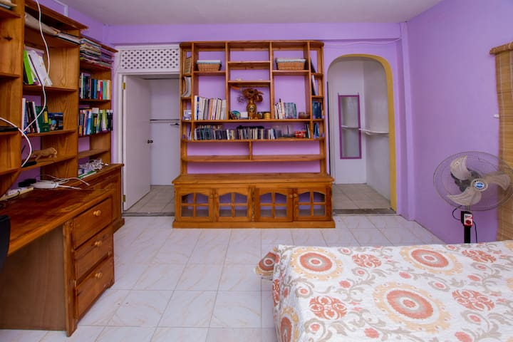 Amble bookshelves and table space to conduct office business.