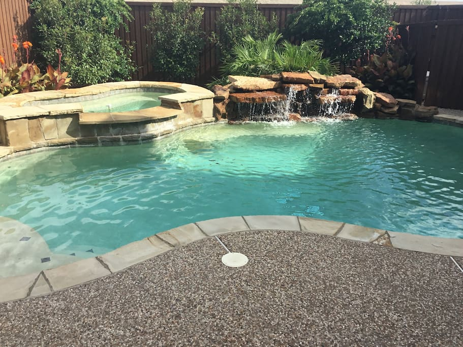 Salt water pool with hot tube and water feature. Outdoor grill use can be negotiated with Paul.
