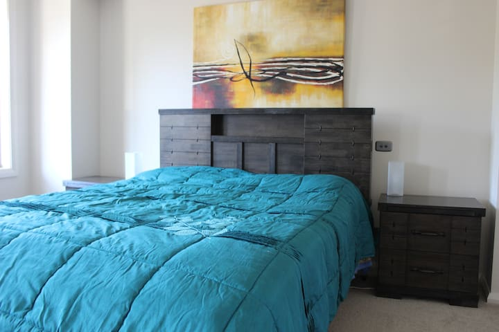 Massive bedroom with ensuite & WIR - Warriewood - House