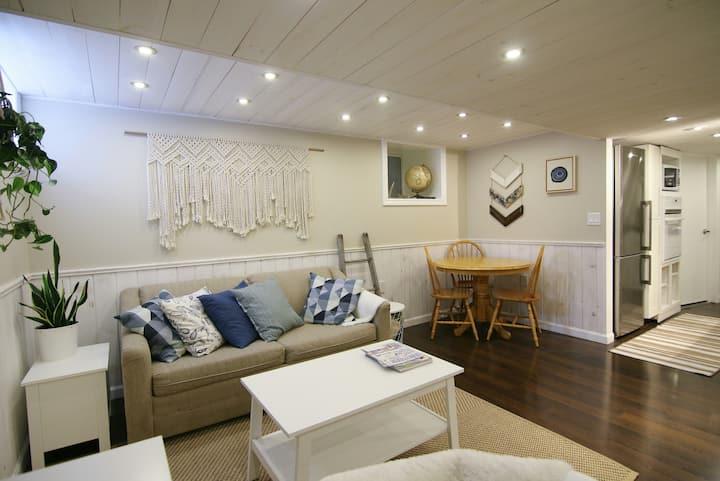 Bright Apartment, Separate Entrance, Cozy, Clean