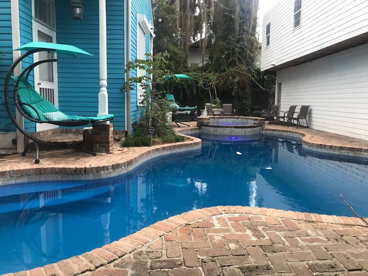 Best Location! 4 BR! Next to FR Quarter & Bourbon