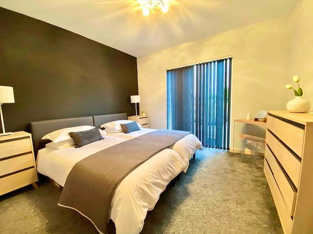 Twin Bedroom with Large walk - in  Ensuite Shower