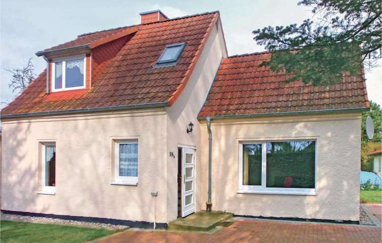 Holiday cottage with 2 bedrooms on 70m² in Rövershagen