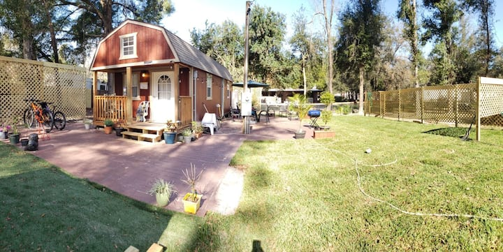 Cozy Tiny Cabin in Ocala, Bicycle friendly lodge.