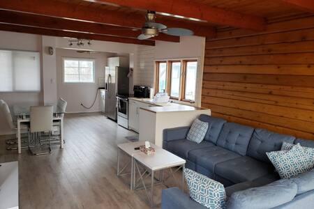 Cozy & Modern 2 bedroom executive home