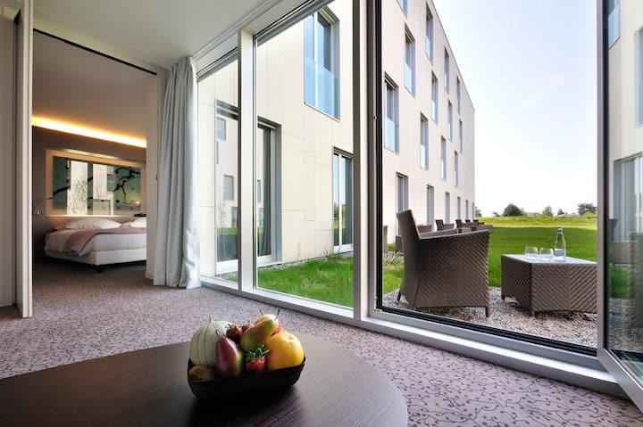 Suite n°1 avec petit jardin proche de EPFL & lac