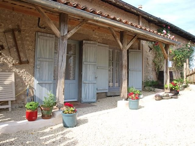 Cottage with pool Charente/Dordogne border - Juignac - Casa