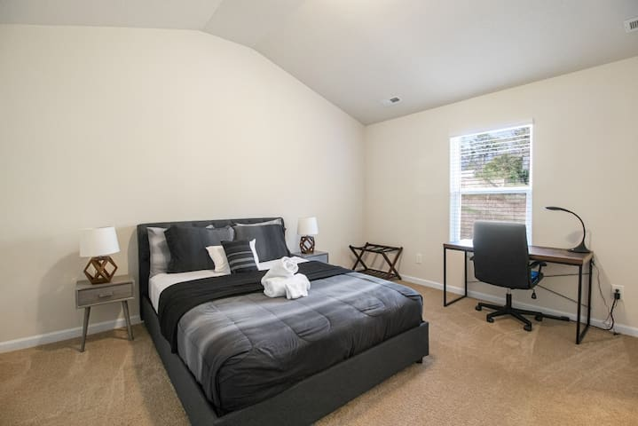 4BR Close to CLT Airport and USNWC—Sleeps 8 People
