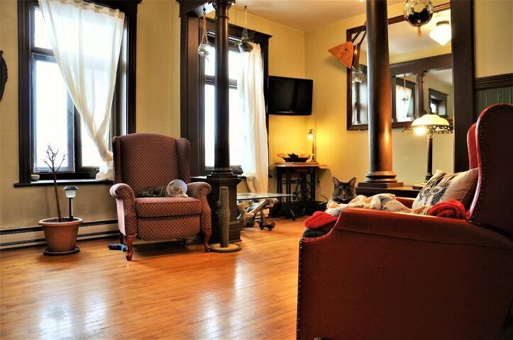 Cosy bedroom in hip neighbourhood - Ville de Québec