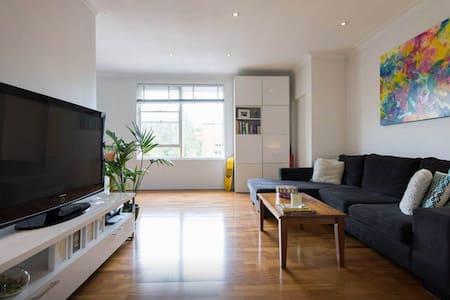 Treetop Retreat -entire apartment - 7mins to beach - Bronte