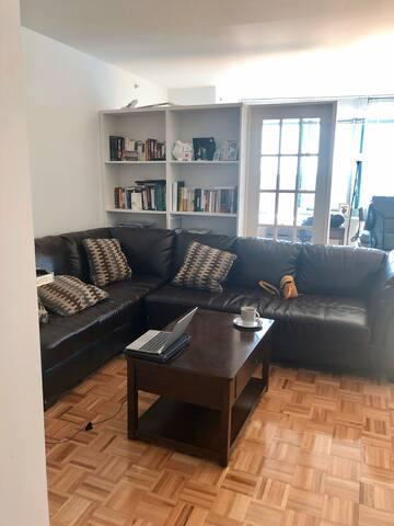 Studio in Luxury building 1 stop from Manhattan