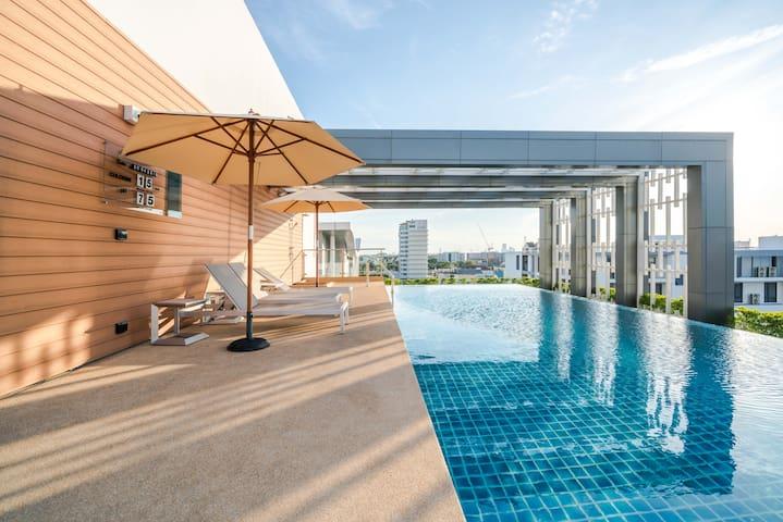 No2 Sukhumvit Road/Step BTS/Roof Swimming pool