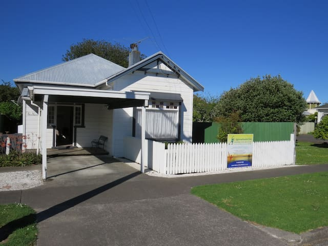 Classic Kiwi Villa only 5 mins walk to city centre