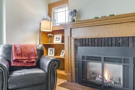 Lakefront 4 bedroom stunner! - Racine - บ้าน