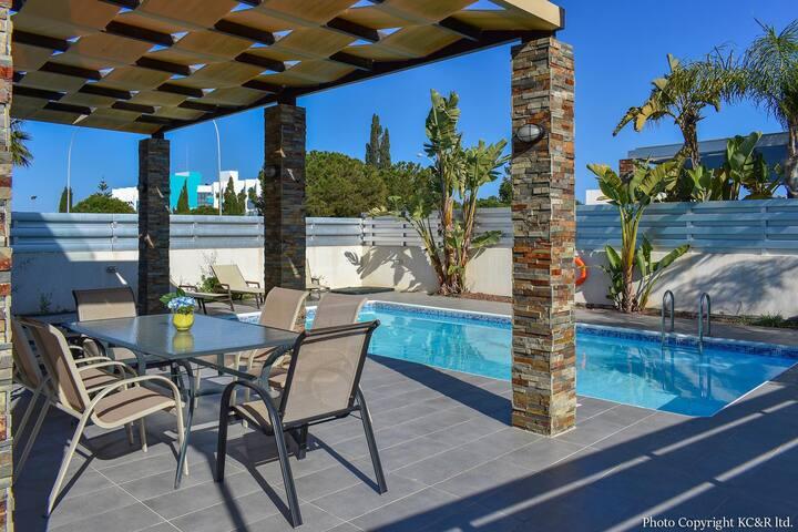 Anemoni Luxury Villa